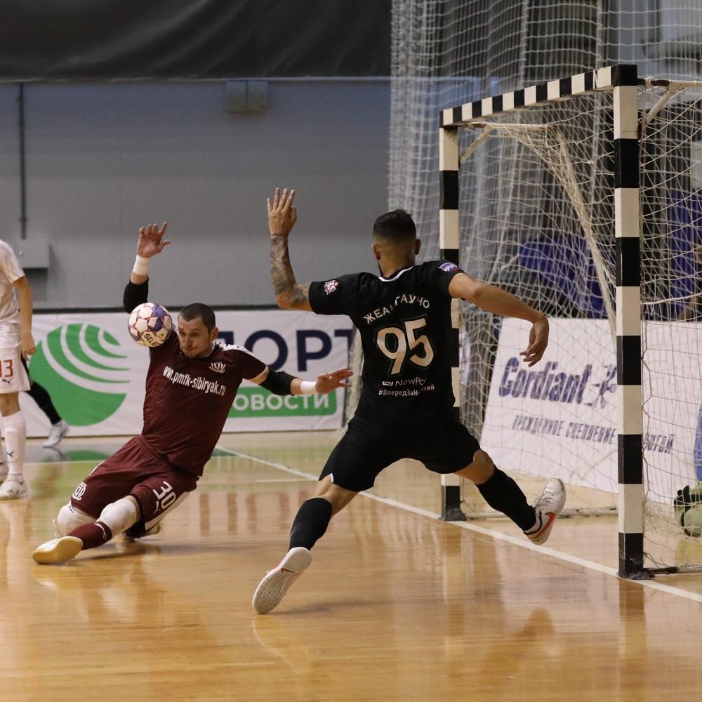 Мини-футбольный клуб «Оргхим» с победы стартовал в серии плей-офф