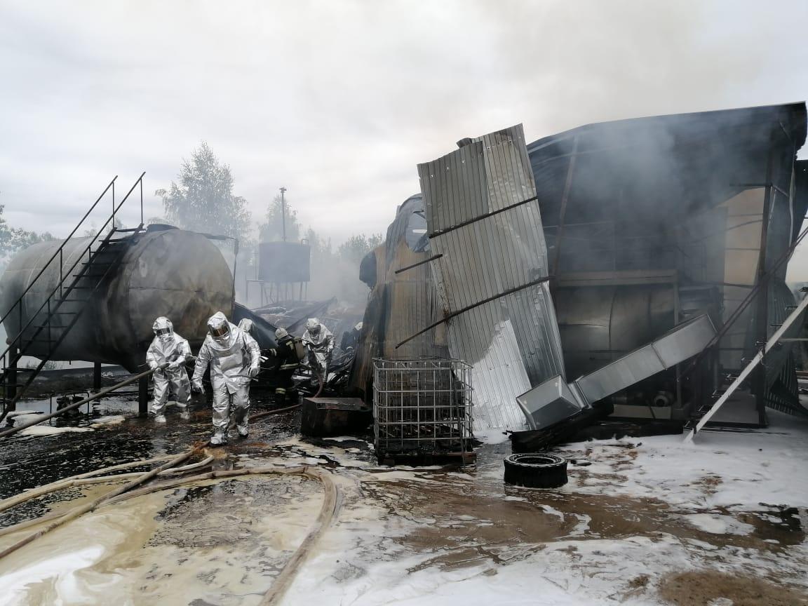 Опубликовано видео с места пожара в промзоне в Сормове