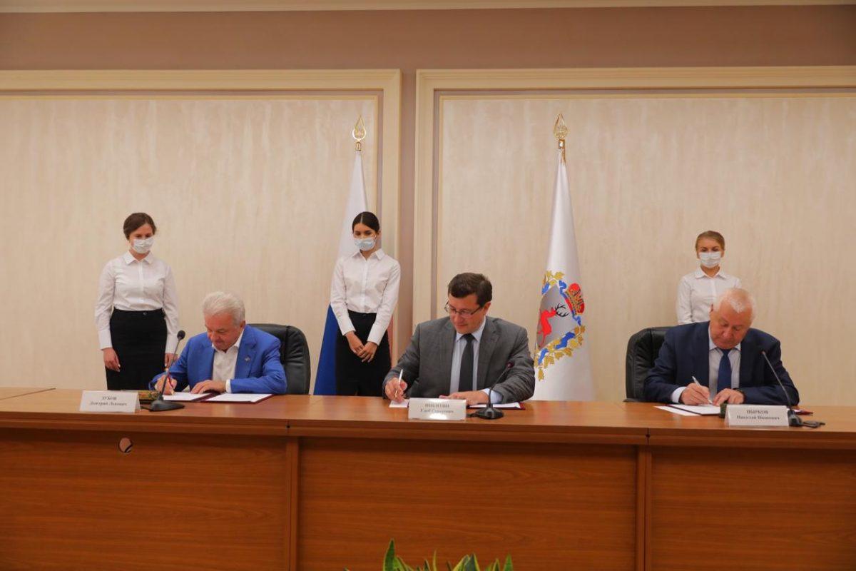 Глеб Никитин ипредседатель Совета ЦентросоюзаРФ Дмитрий Зубов подписали соглашение оразвитии потребительской кооперации