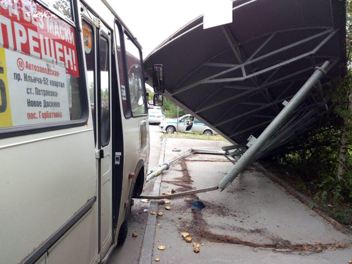 Минздрав: Пострадавшим при падении остановки в Автозаводском районе оказывается вся необходимая помощь