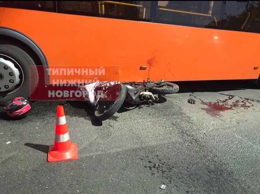 Мотоциклист попал под автобус около автостанции «Щербинки»