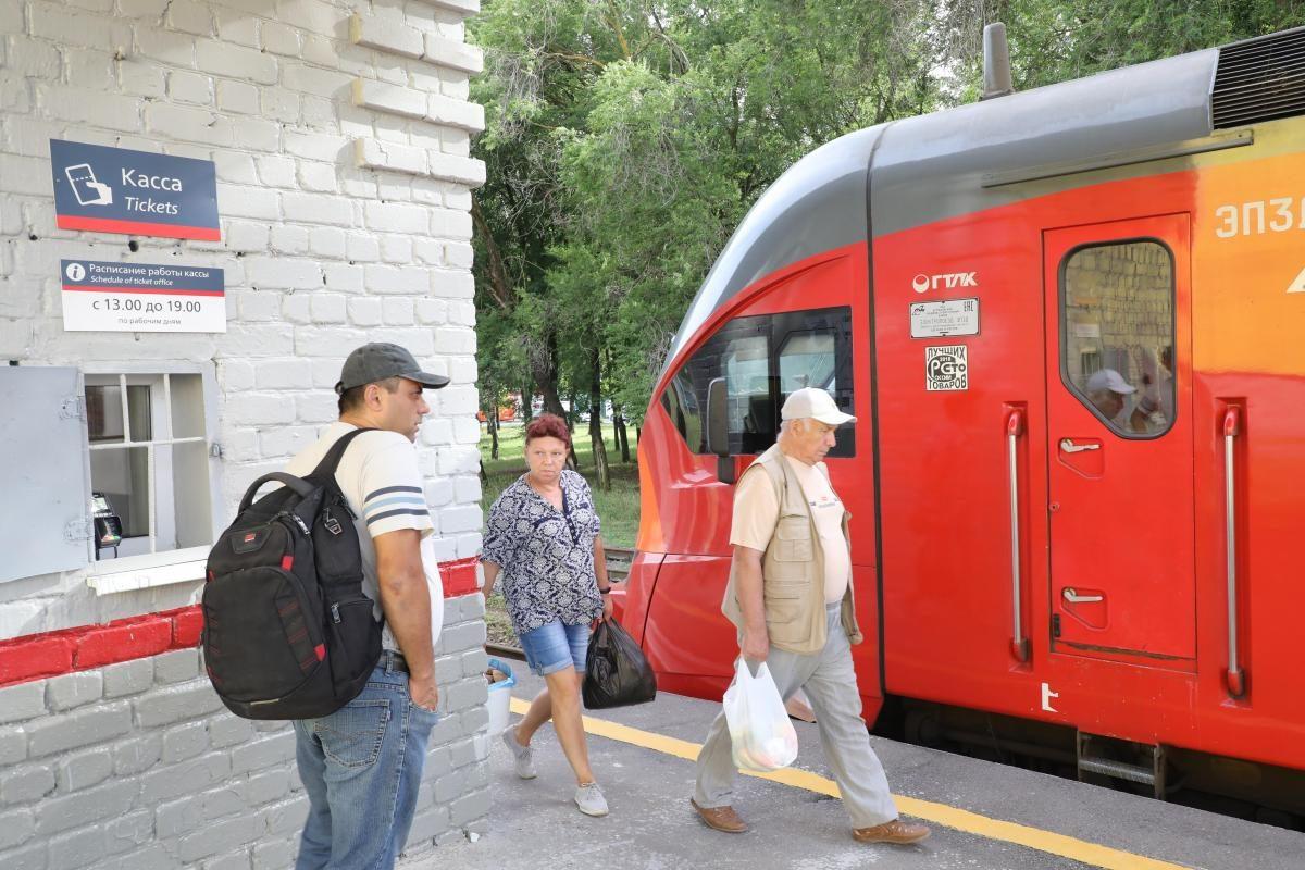 Пригородные поезда переходят на зимний график: как изменится расписание электричек