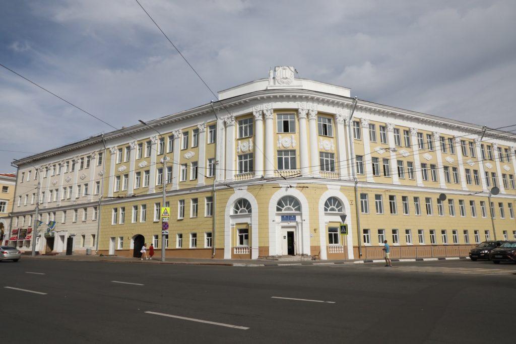 Ученики гимназии №1 продолжат ходить в лицей №8 до октября