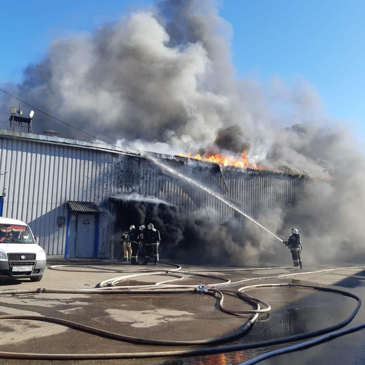 Пожар на складе лакокрасочных материалов произошёл в Канавинском районе