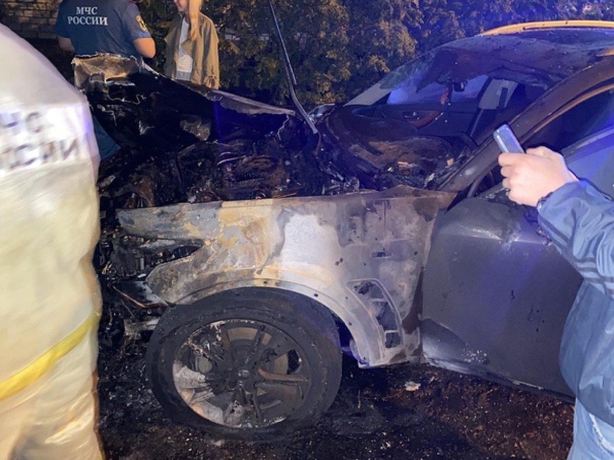 Пожар на миллион: автомобиль Infiniti сгорел в Нижнем Новгороде