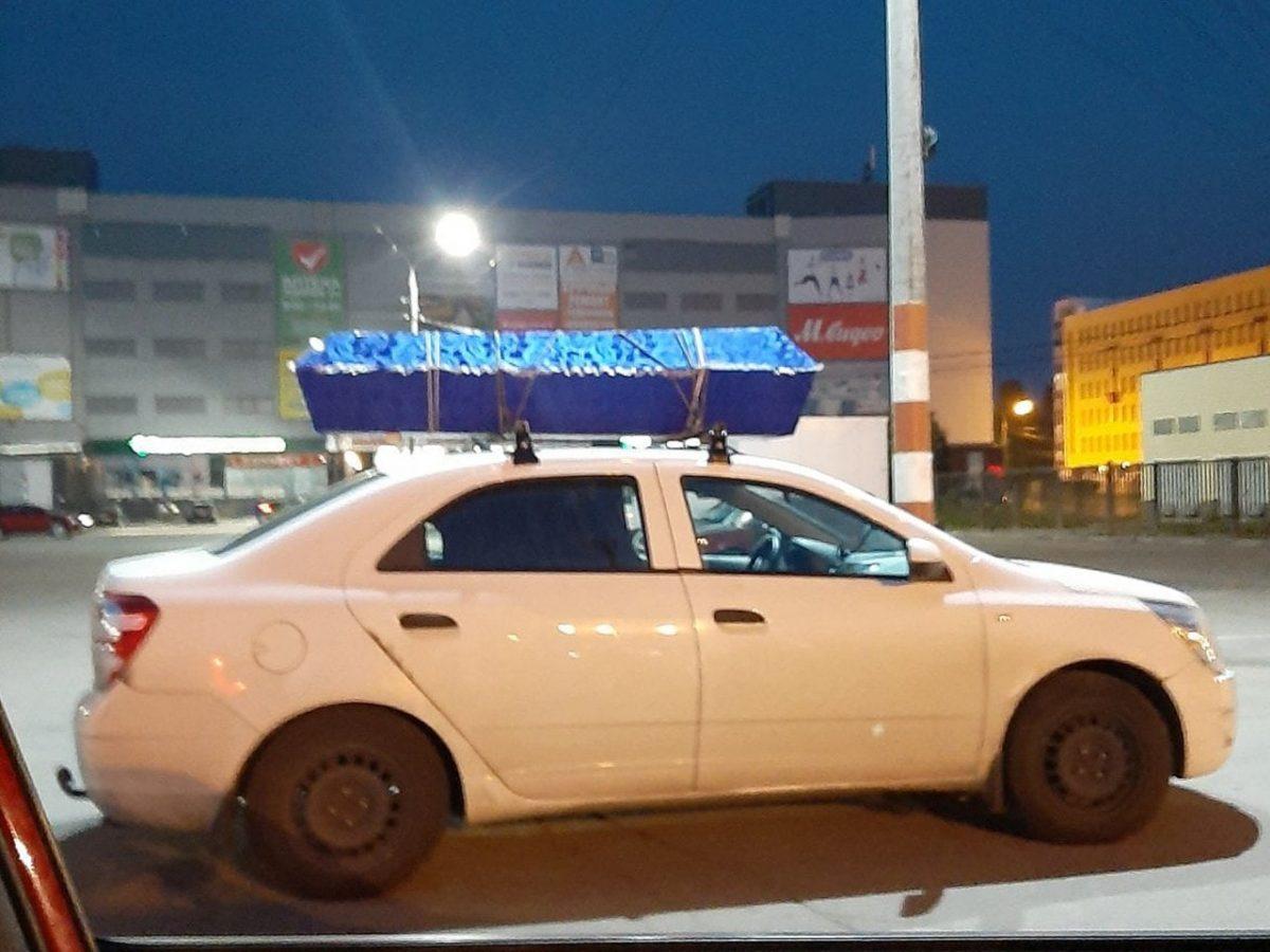 Нижегородцы заметили самодельный катафалк около ТЦ «Муравей» на проспекте Ленина