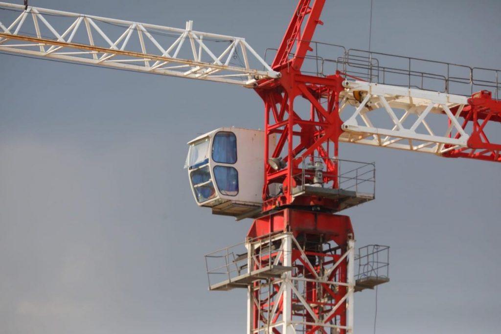 По факту падения строительного крана в Ленинском районе организована проверка