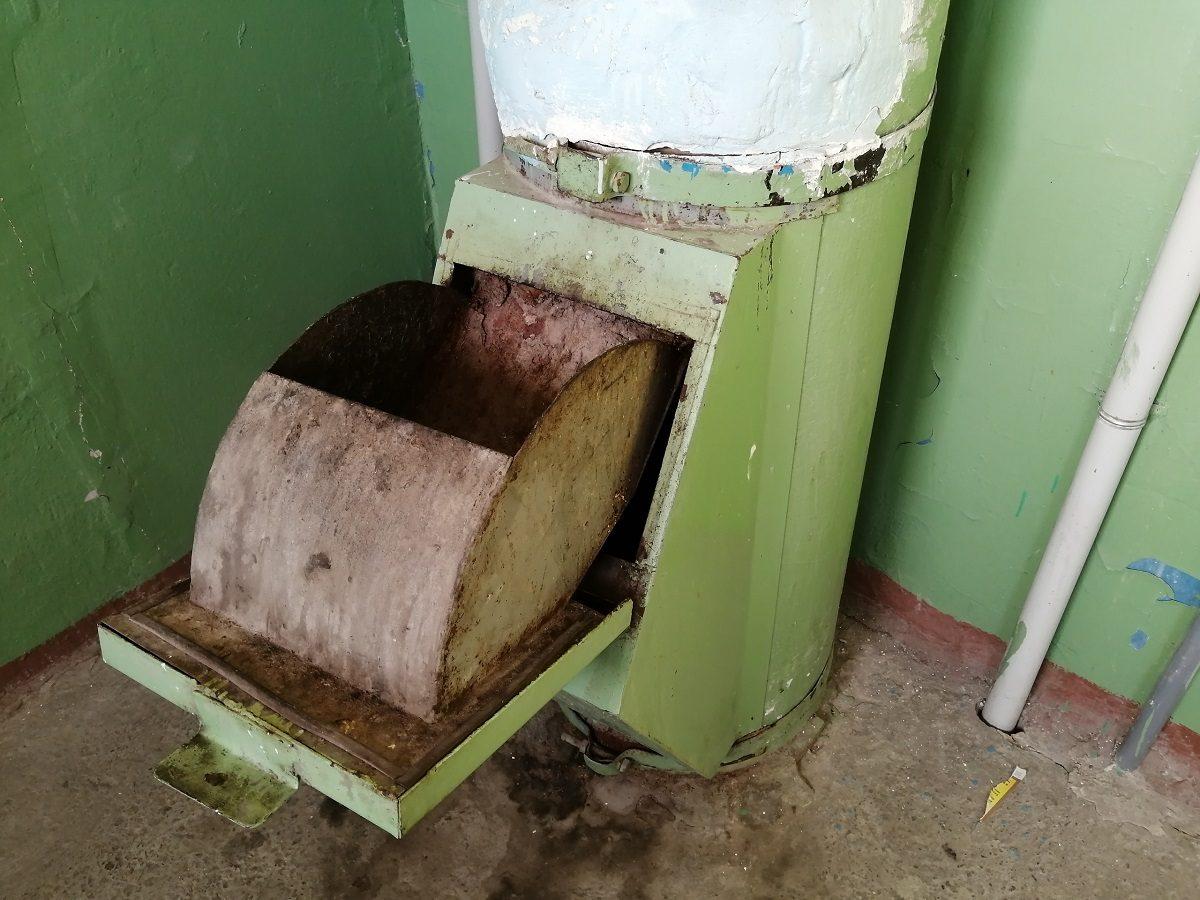 Нижегородцы жалуются на соседа, превратившего свою квартиру в свалку