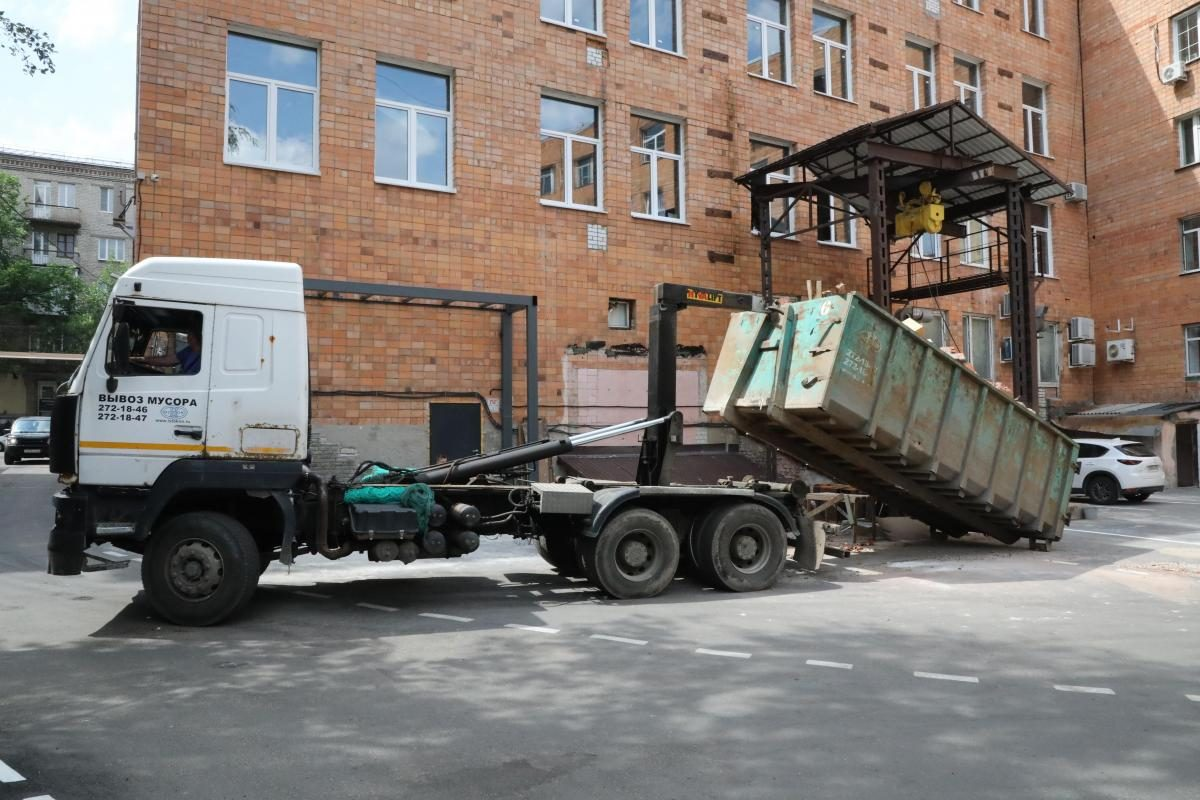 Нижегородец выкинул крупную сумму денег в мусорный контейнер