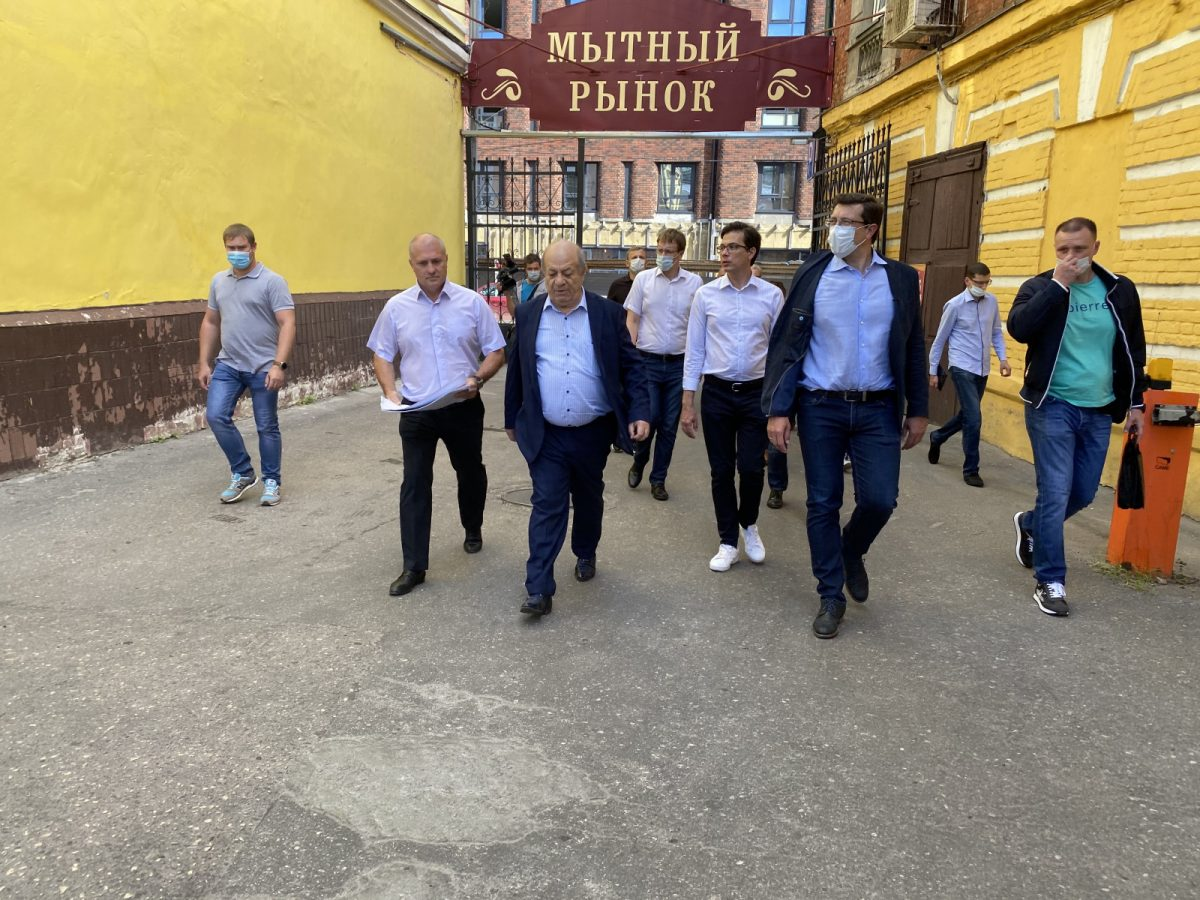 Глеб Никитин пообещал разобраться с ситуацией вокруг строительства на Мытном рынке
