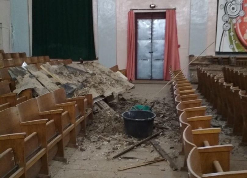 В Доме культуры на Бору обвалился потолок