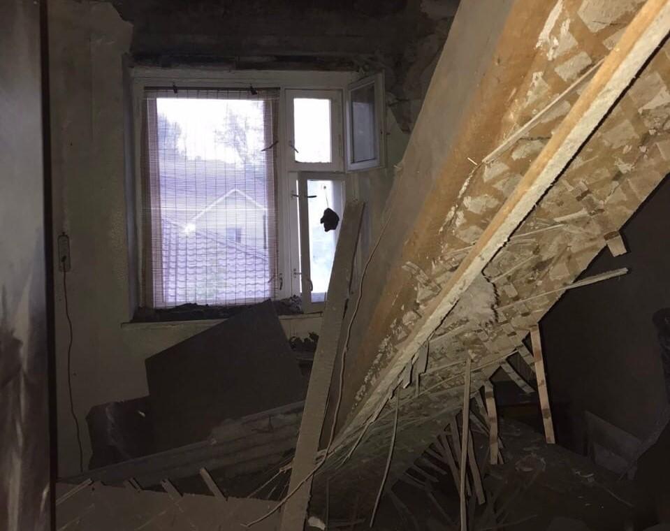 Потолок обрушился в жилом доме в переулке Садовый в Кстове