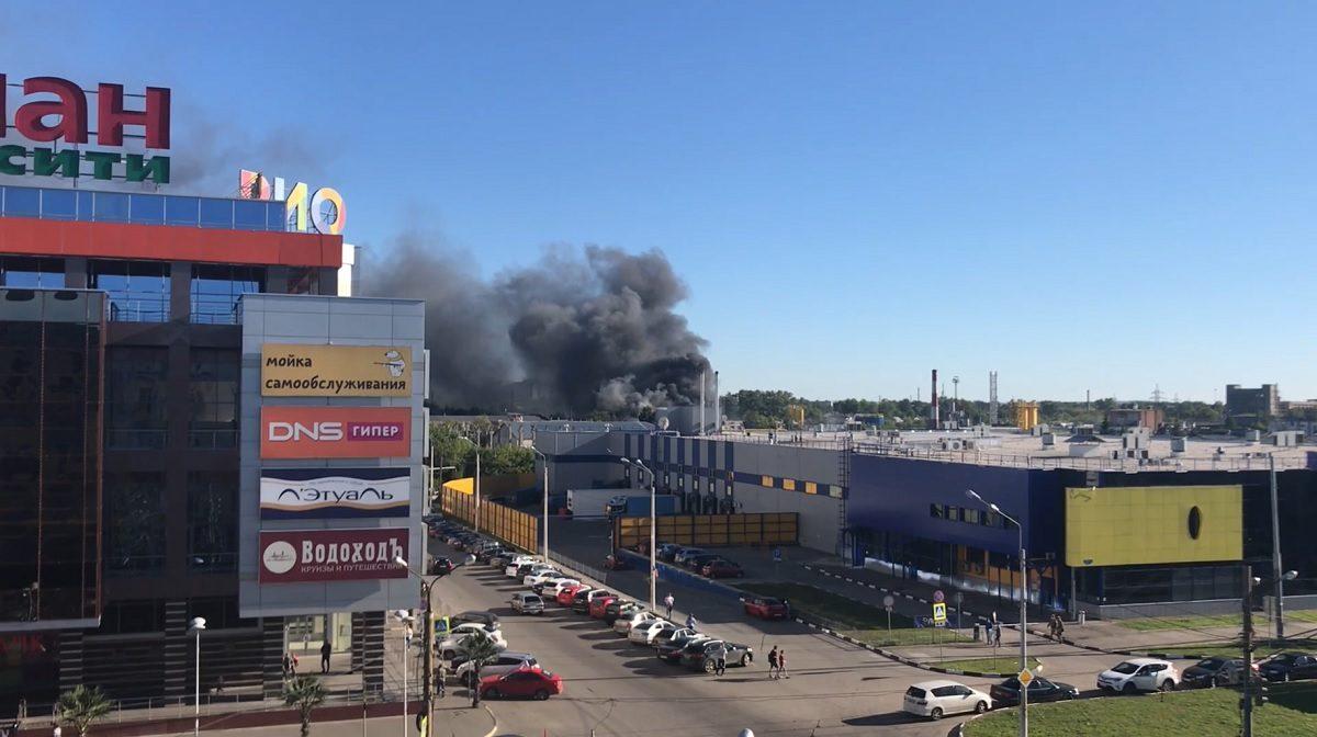 Опубликовано видео с пожара на складе в переулке Спортсменский в Нижнем Новгороде
