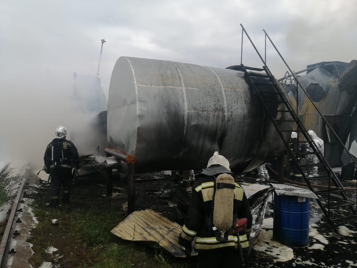 Ёмкости с дизельным топливом вспыхнули в промзоне в Сормове: есть пострадавшие