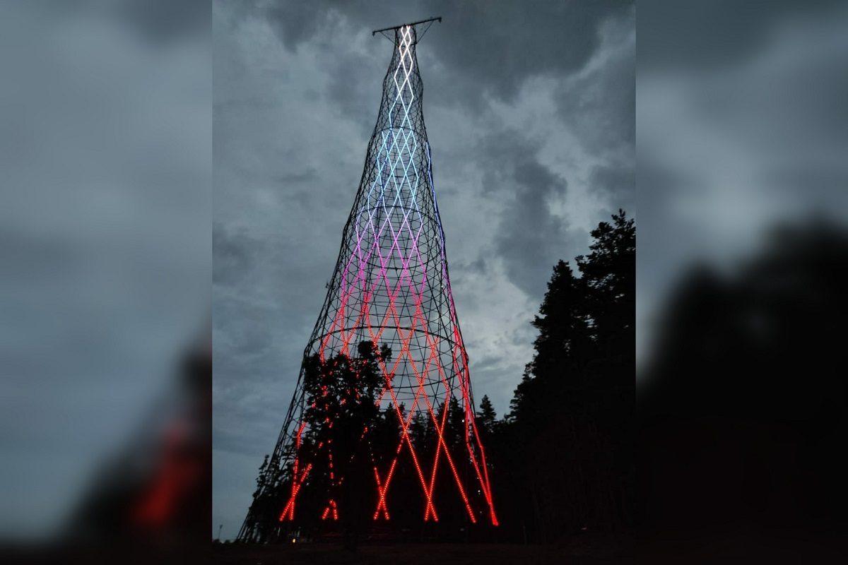 Фото дня: светодиодную подсветку устанавливают на Шуховской башне
