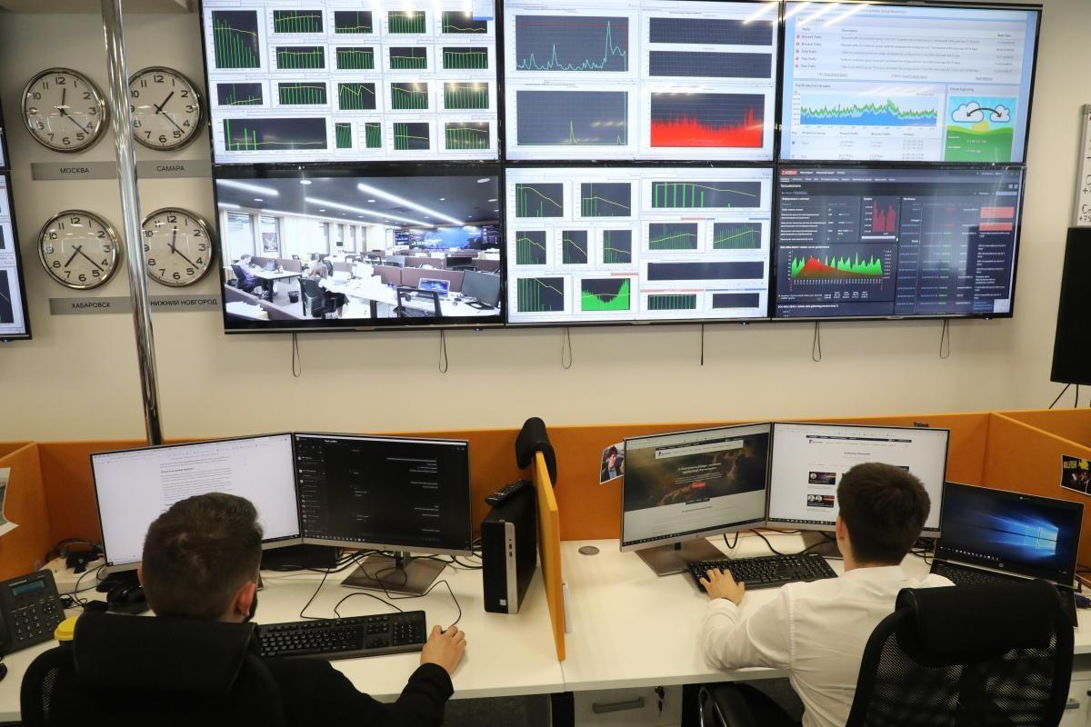 Сотрудник оператора сотовой связи «помог» похитить у нижегородки более 120 тысяч рублей