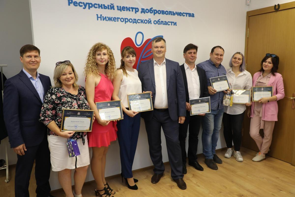 Сергей Ефимов наградил волонтеров, которые помогали нижегородцам оформлять заявки навыход издома впериод самоизоляции