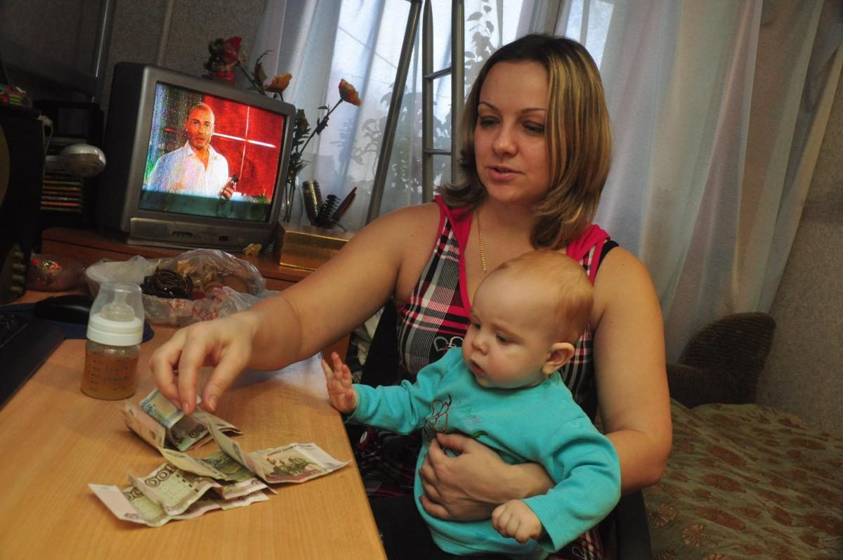 Специалисты ответят на вопросы о единовременных выплатах на детей в прямом эфире