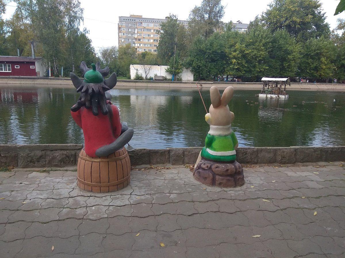 Фото дня: Скульптуры любимых героев советских мультфильмов появились в парке 1 Мая