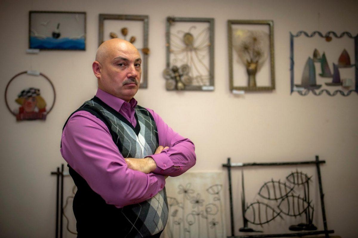 Железный человек: дзержинский мастер делает необычные картины изметалла