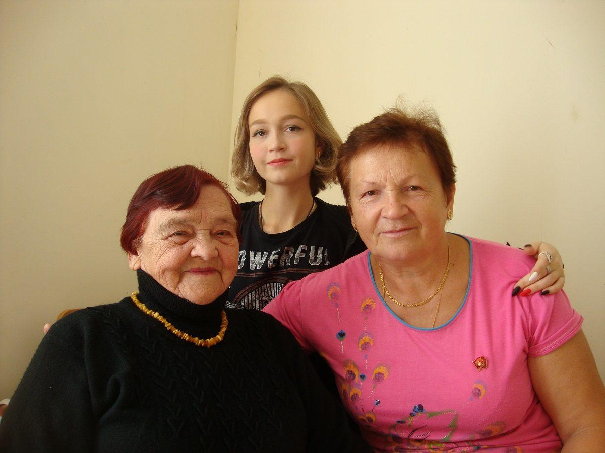 Сюрпризы, письма, дискотеки: 89‑летняя жительница Пильны встретилась сдрузьями настраницах газеты