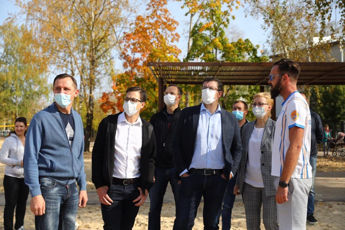 Глеб Никитин проверил выполнение второй очереди благоустройства Светлоярского парка