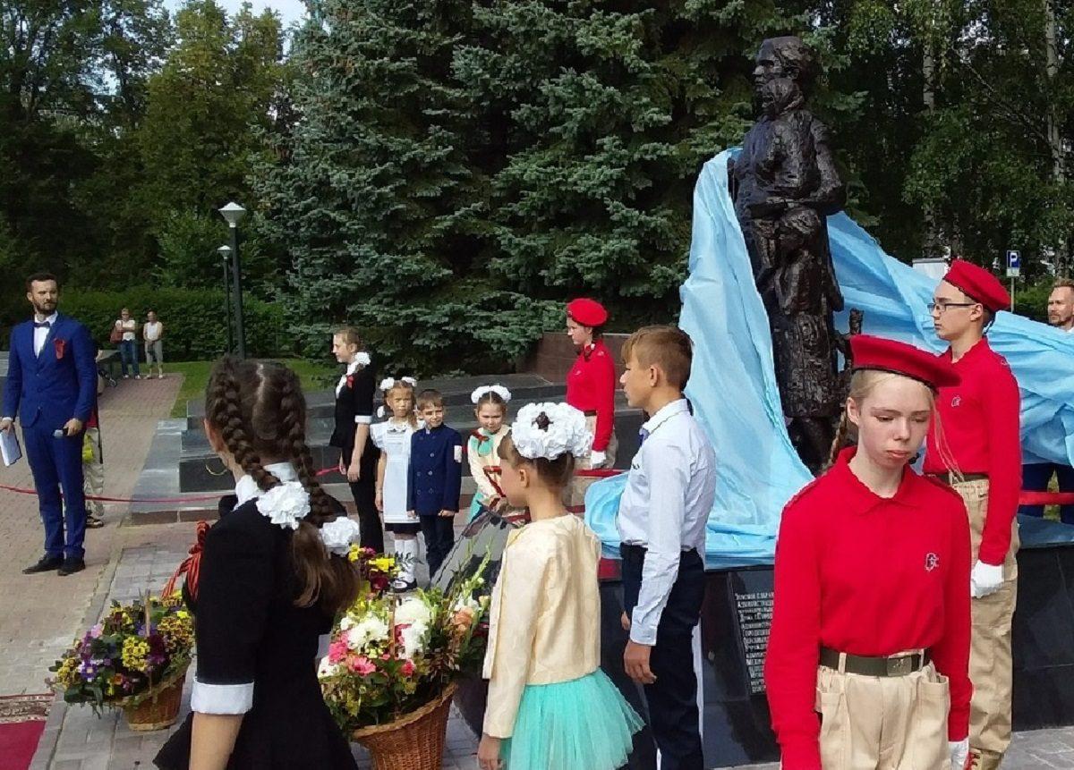 Памятник женщине, спасшей более 3 тысяч детей, открыли в Городце