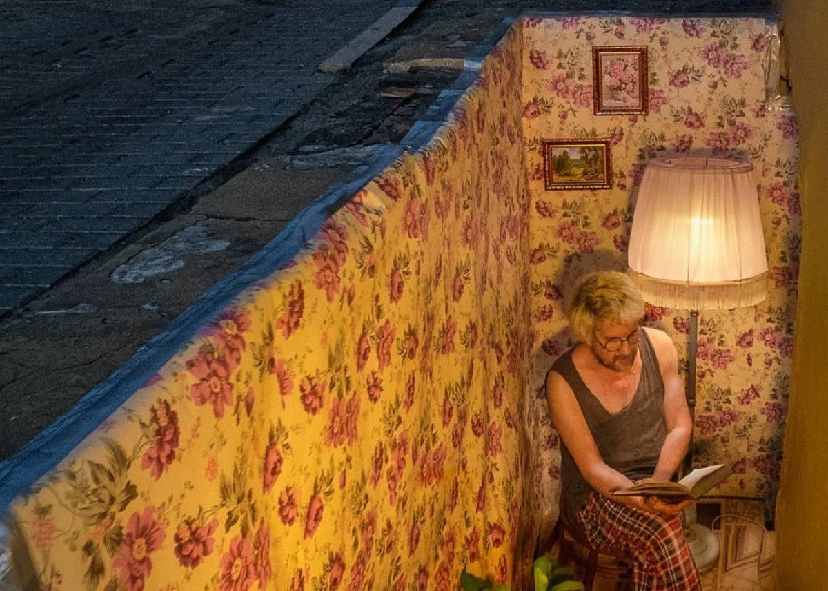 Художник «построил» маленькую квартирку в центре Нижнего Новгорода
