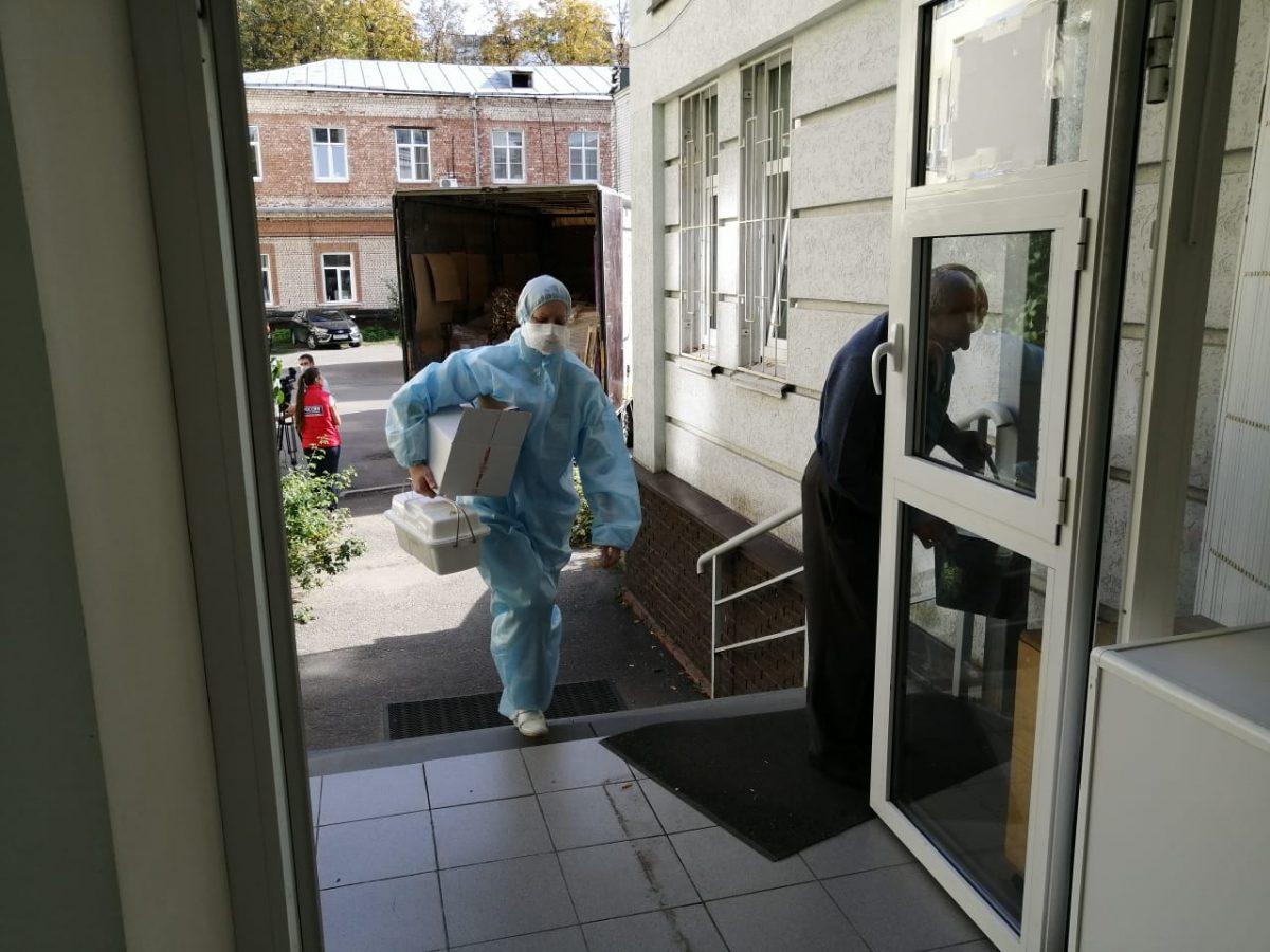 Средства защиты от коронавируса доставили в нижегородскую лабораторию по диагностике COVID-19