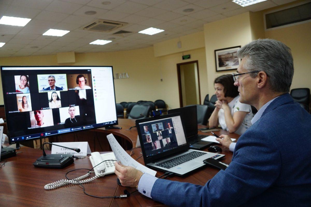 Первые сеансы видеосвязи с общественными наблюдателями провел ситуационный центр Общественной палаты Нижегородской области