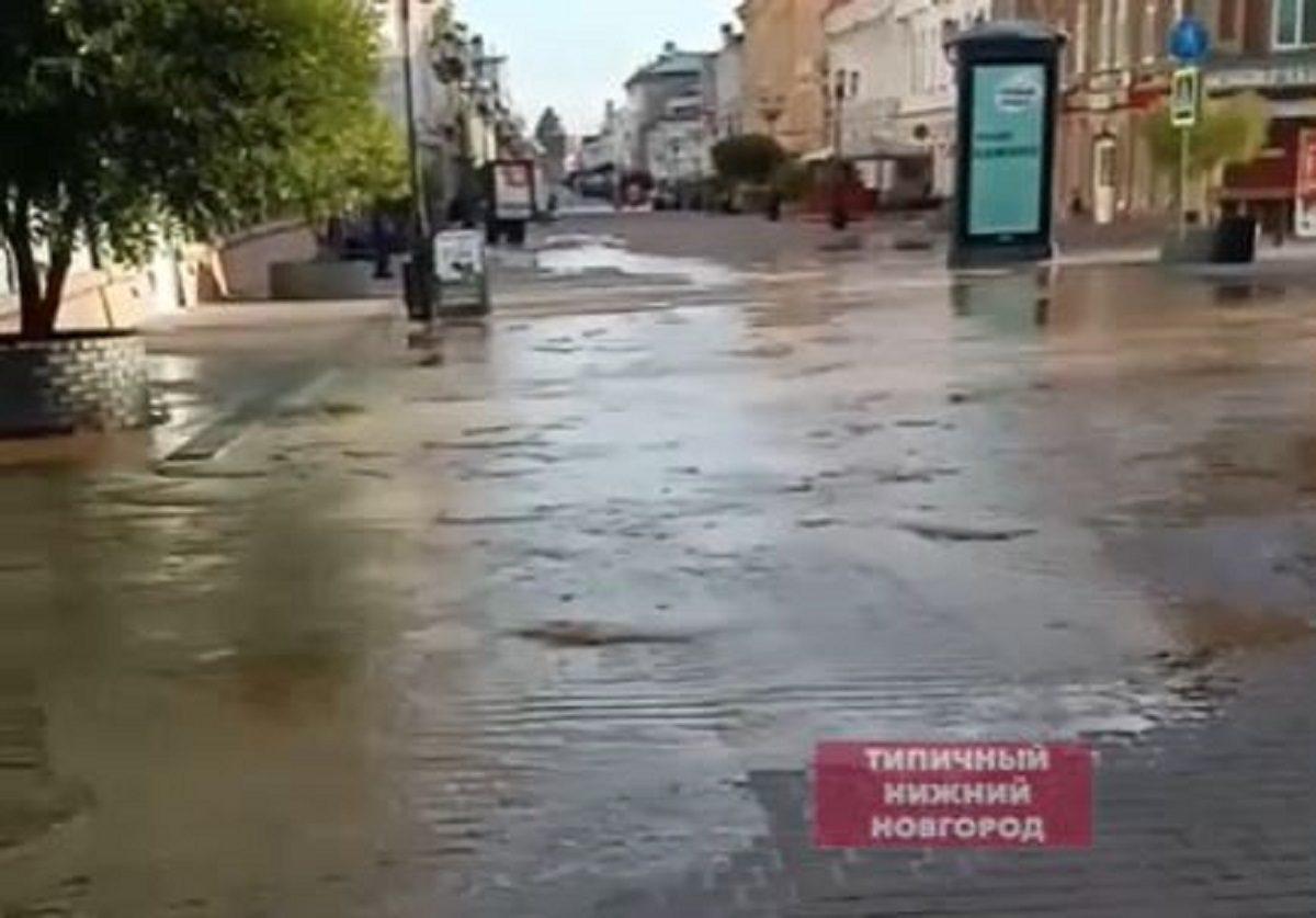 Новый фонтан затопил Большую Покровскую