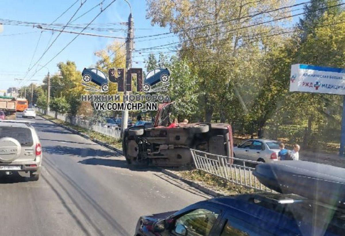 Легковушка перевернулась на проспекте Ленина в Нижнем Новгороде