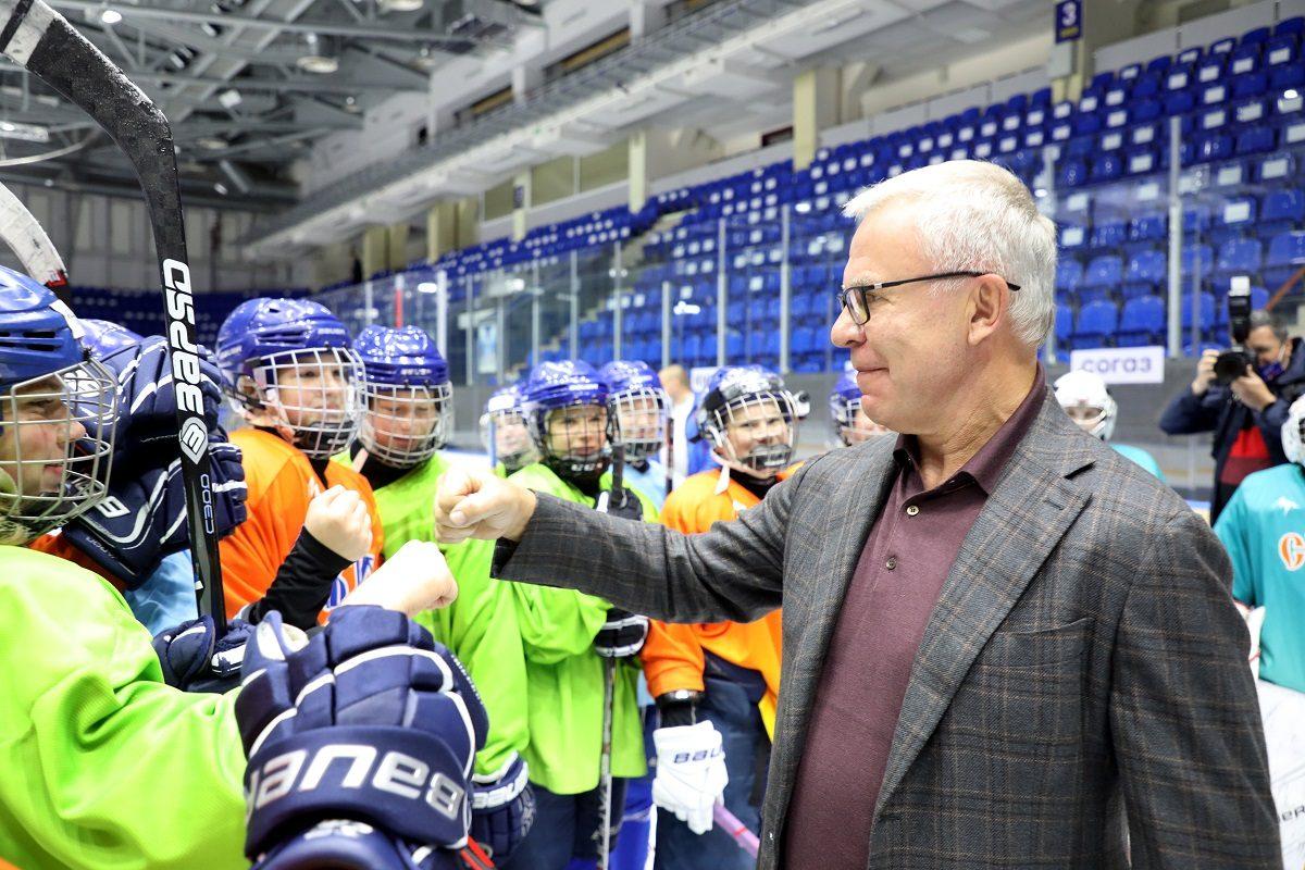 Вячеслав Фетисов встретился с воспитанницами женского хоккейного клуба «СКИФ»