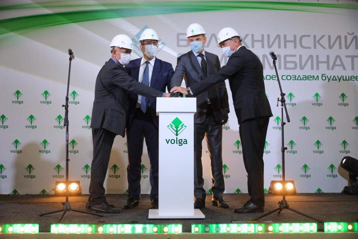 Виктор Евтухов иГлеб Никитин дали старт новой линии повыпуску термомеханической массы набумкомбинате «Волга» вБалахне