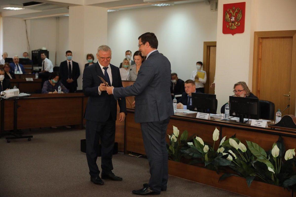 Глеб Никитин вручил Почетный диплом Губернатора Евгению Люлину