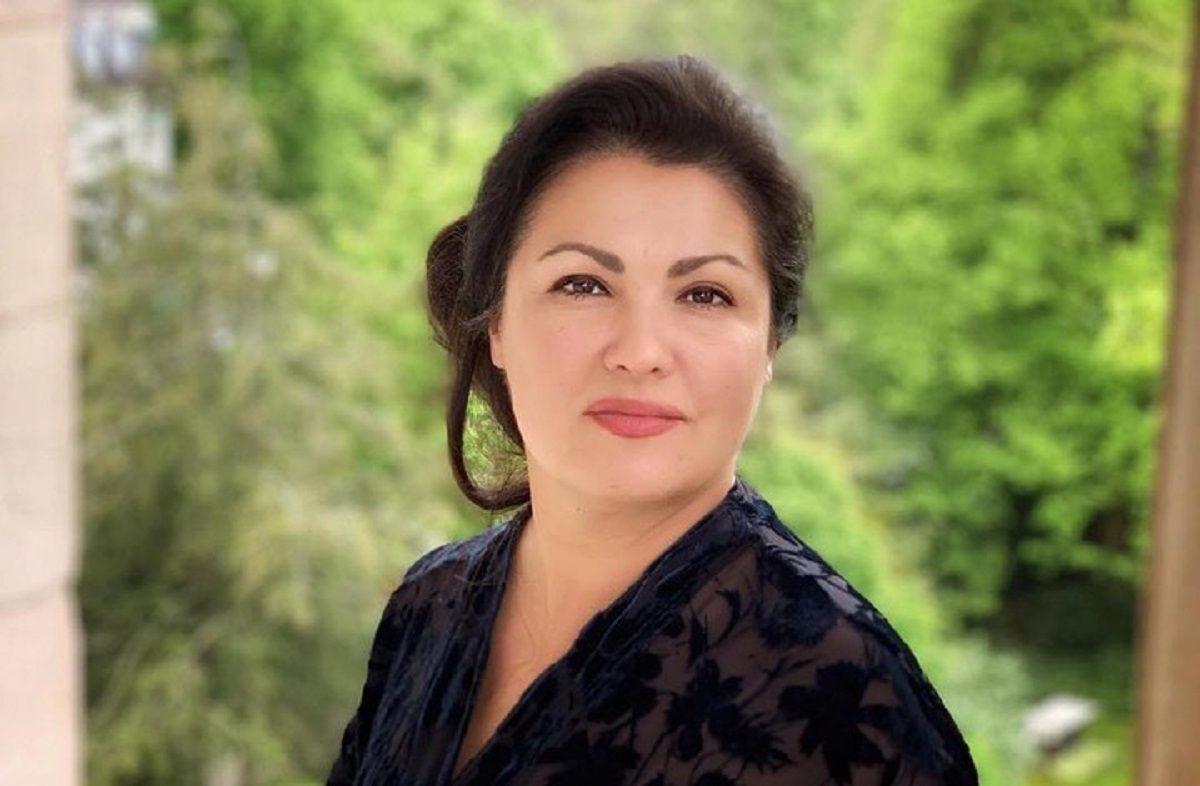 Анну Нетребко госпитализировали с коронавирусом