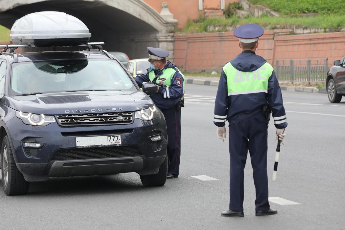 Водителей начнут штрафовать за летнюю резину зимой и палёный ксенон