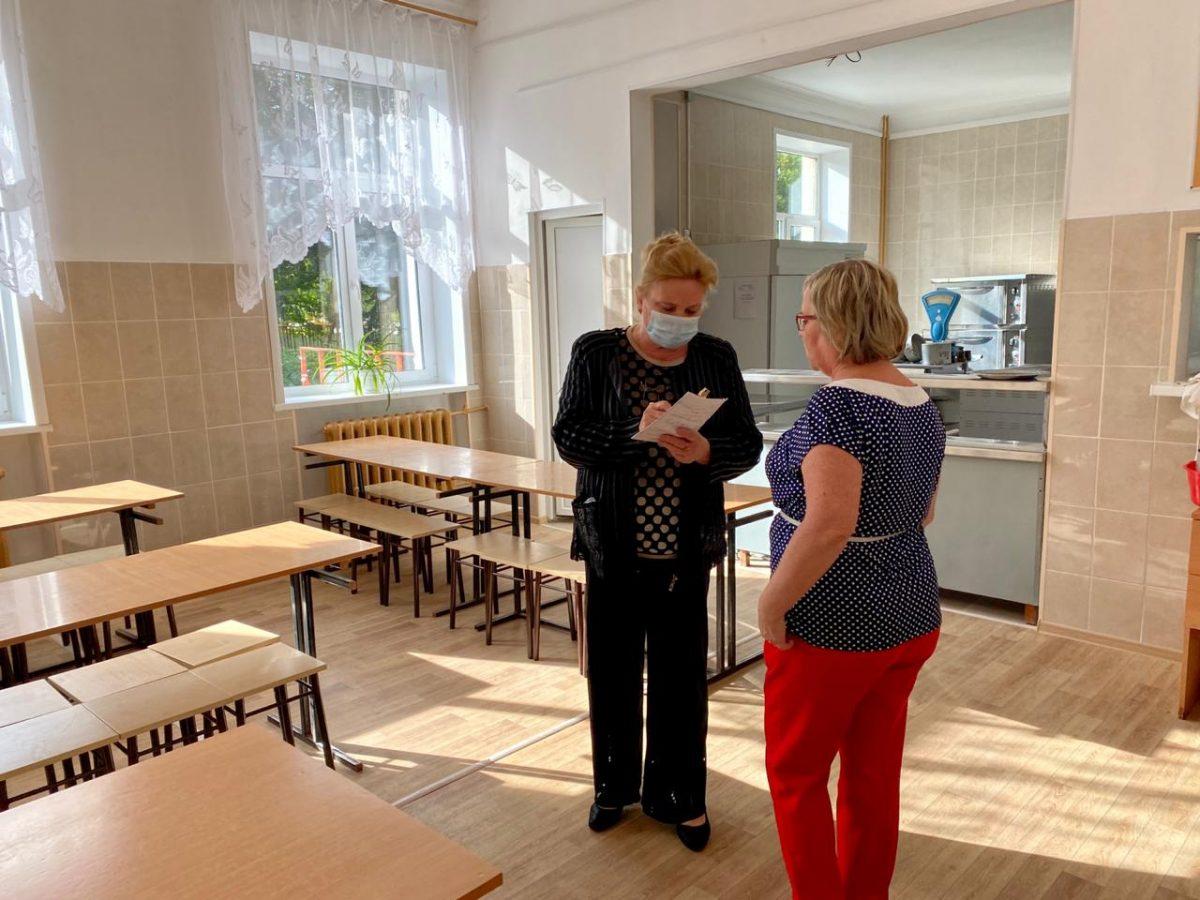 «Единая Россия» начала проверять обеспечение младших школьников горячим питанием в регионах