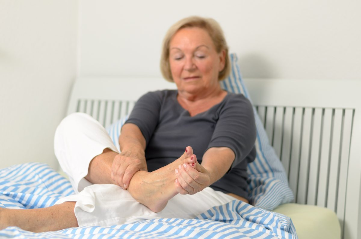 Хирург-ортопед рассказал, как избавиться от косточки на стопе