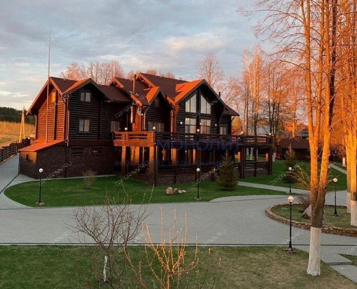Деревянный дом в деревне Ремешки Сокольского района продают за 110 млн рублей