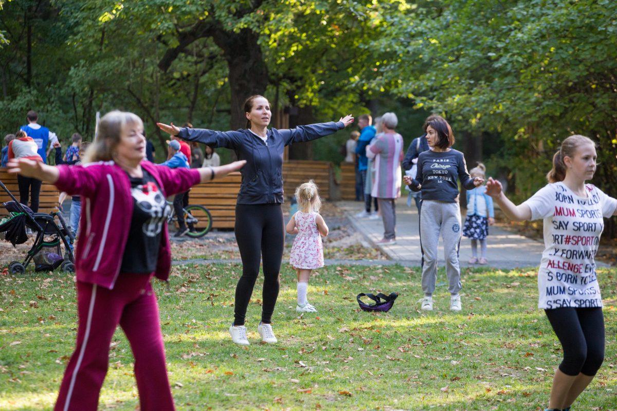 Более двух тысяч нижегородцев присоединились к «Открытым тренировкам» в парке «Дубки»