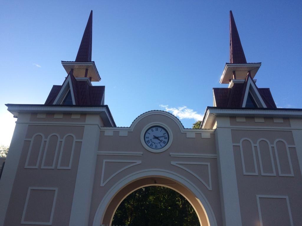 Необычные часы появились на входе в нижегородский парк