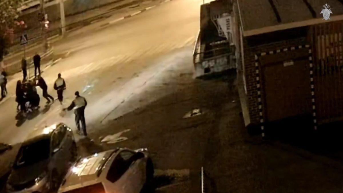 Нижегородец повалил на землю полицейского, пытавшегося разнять драку
