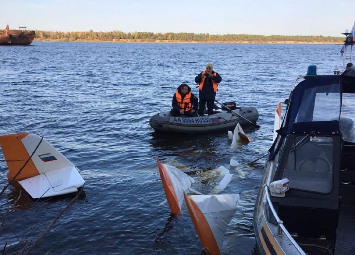 Два человека погибли при падении легкомоторного самолета в Волгу