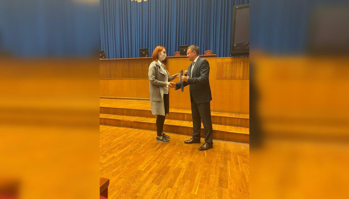 Сергей Баринов вручил еще 30 многодетным семьям сертификаты наулучшение жилищных условий