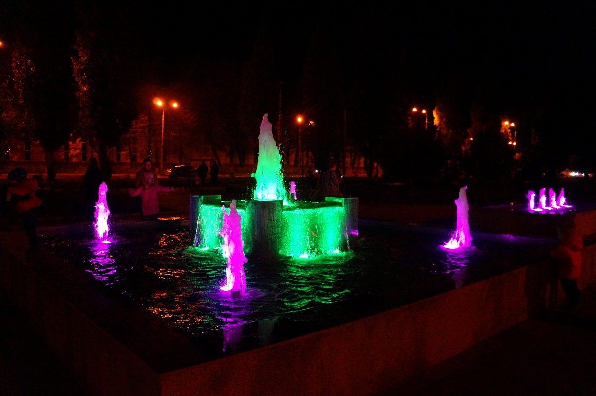 Фото дня: светодинамический фонтан запустили в тестовом режиме в Канавинском сквере