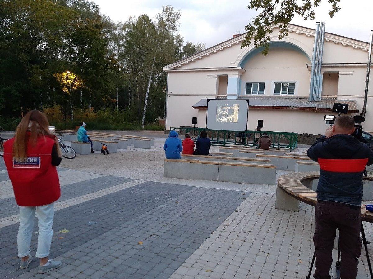 В парке «Дубки» работает кинотеатр под открытым небом
