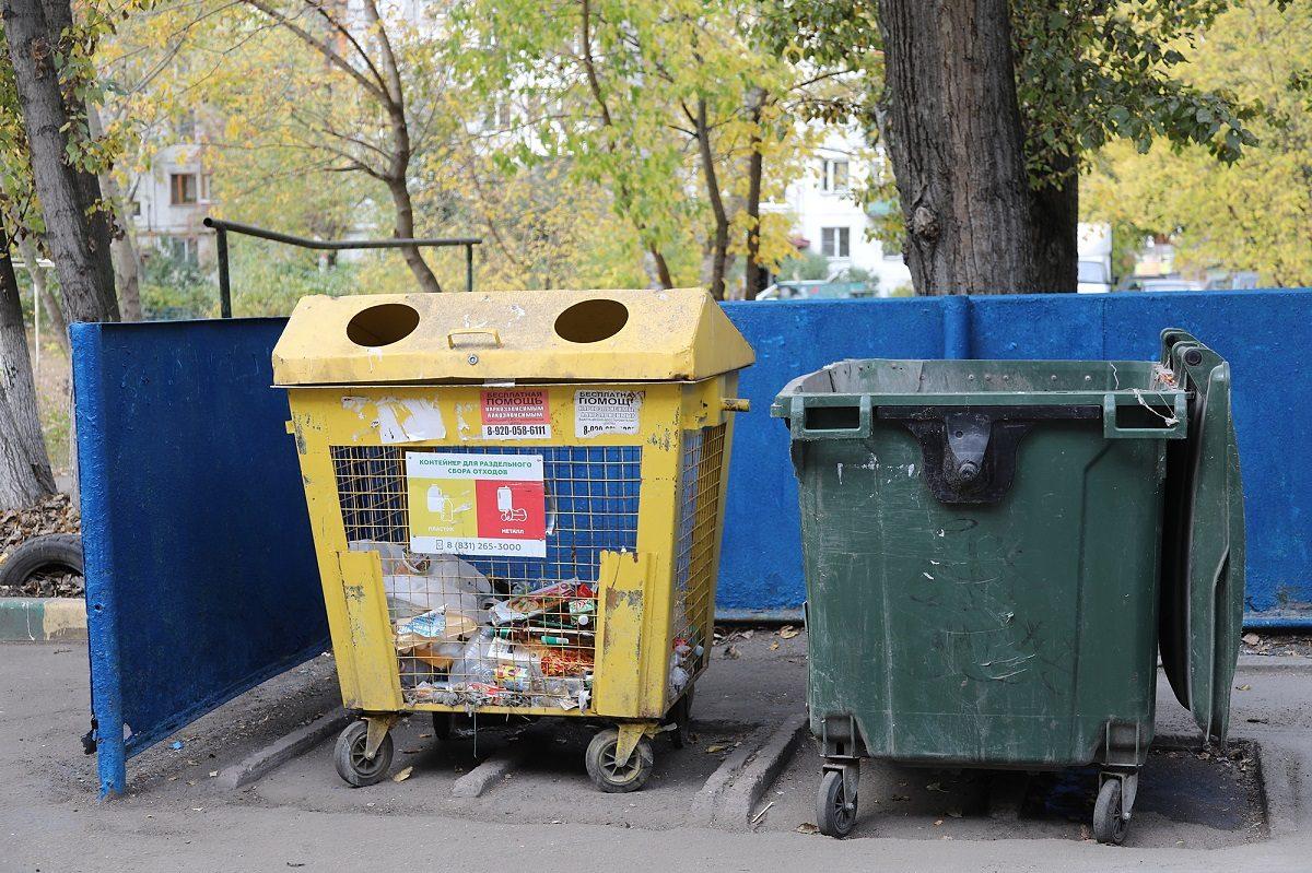 Специалисты Госжилинспекции проверили, как вывозят мусор вЛенинском районе после жалоб жителей