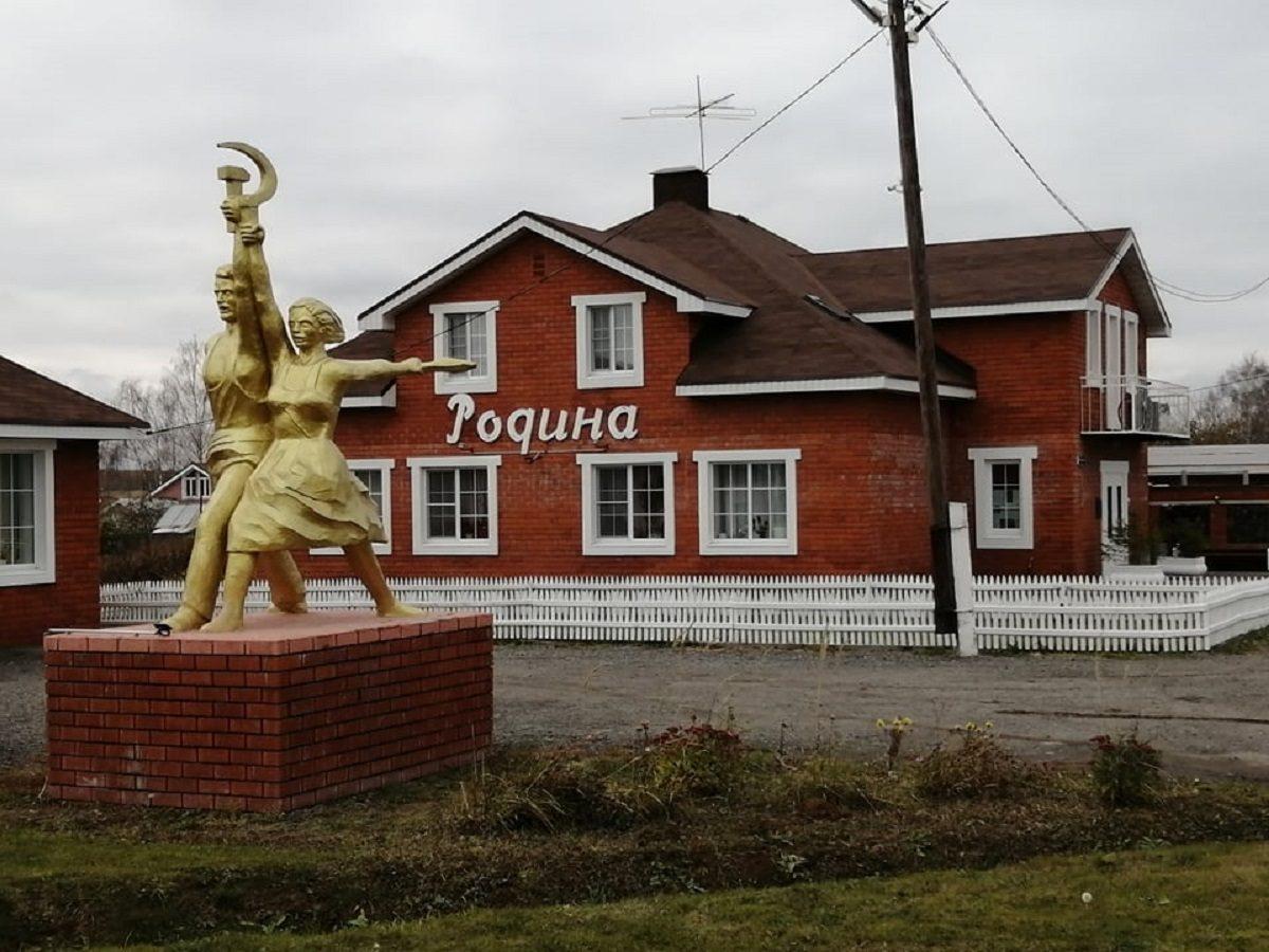 Фото дня: копия статуи «Рабочий и колхозница» появилась на нижегородской трассе