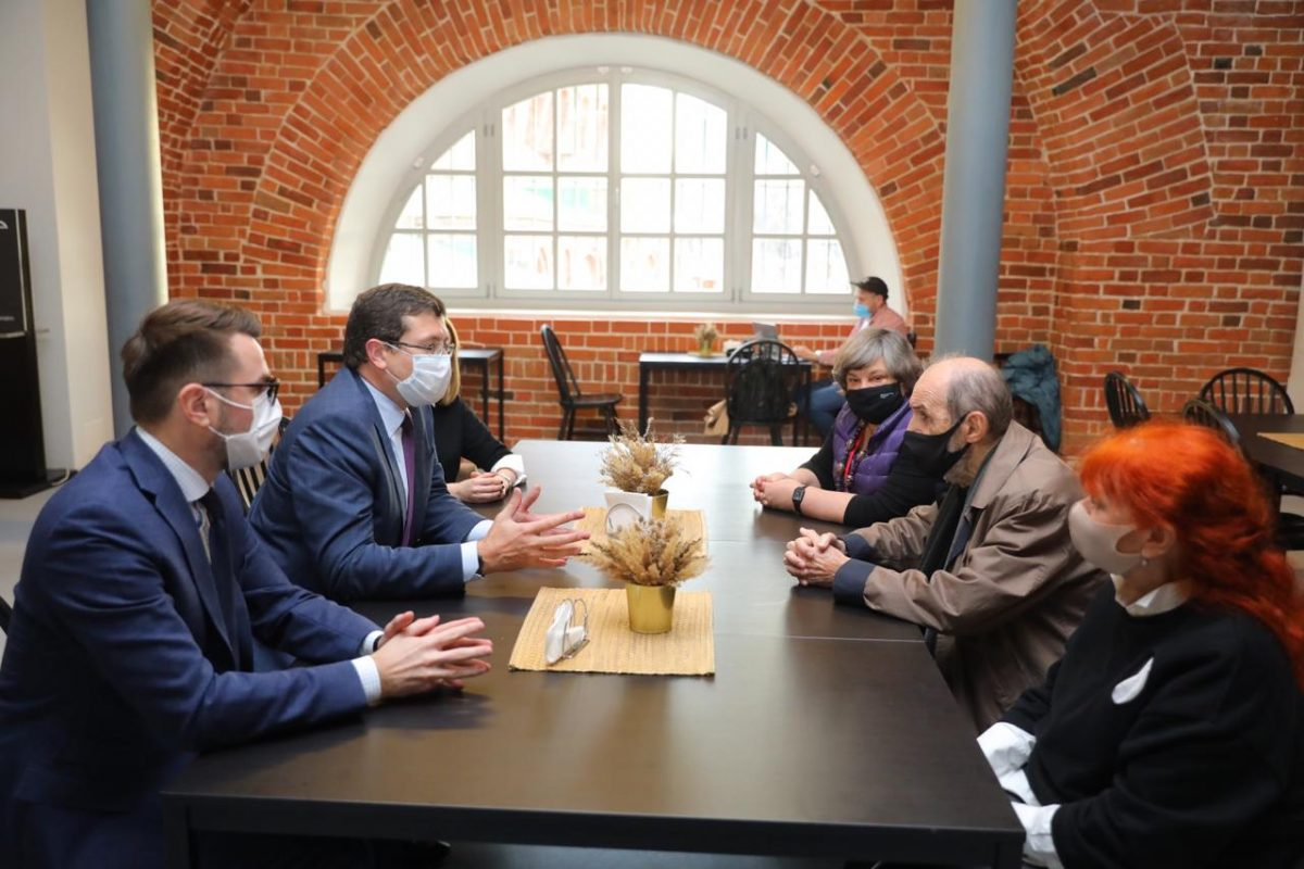 Глеб Никитин пригласил легендарного художника Эрика Булатова на800-летие Нижнего Новгорода